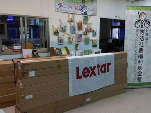 /upload/website/csr_social/normal/Lextar donated LED tubes to help Social Welfare Foundation save energy.